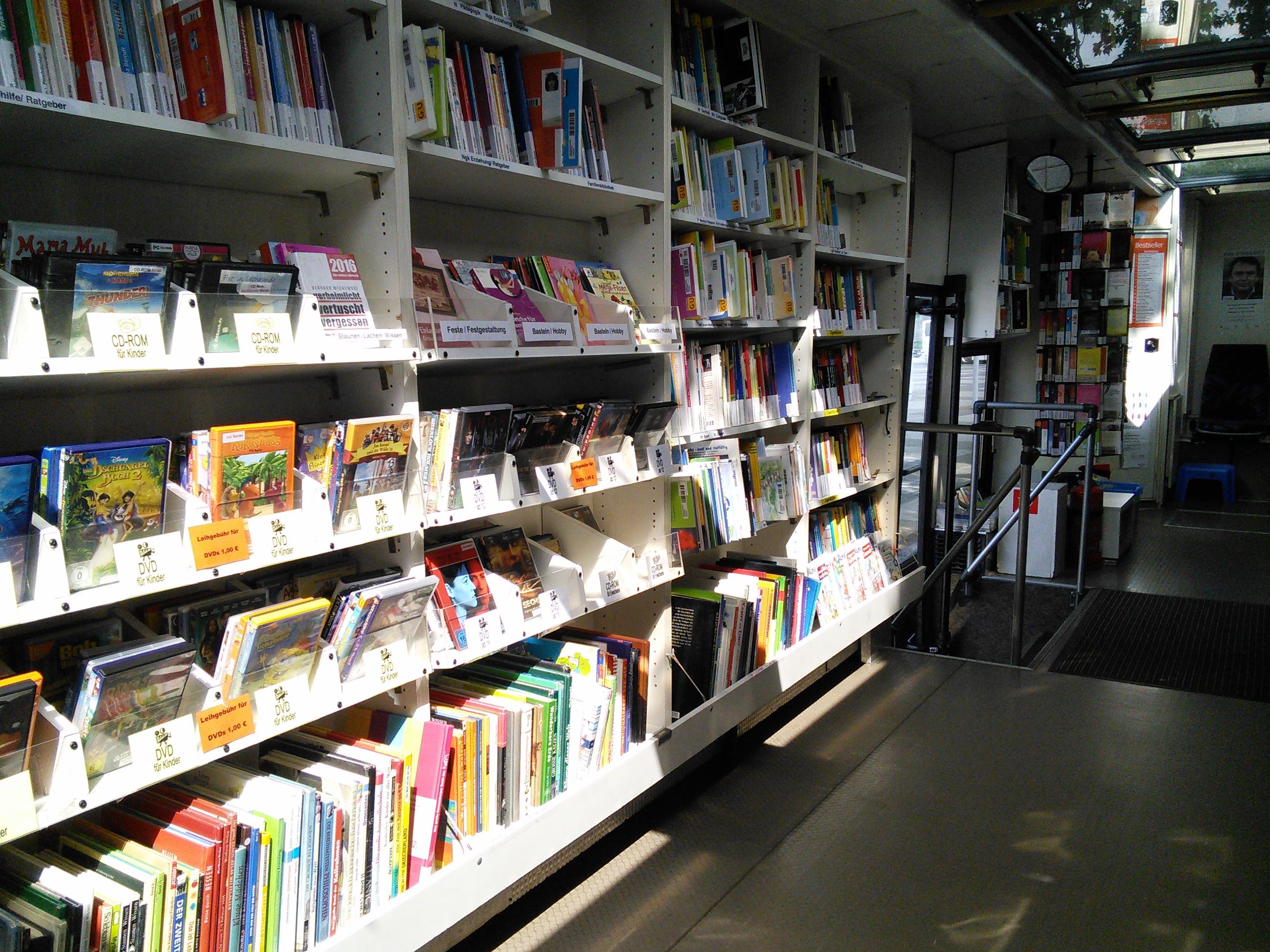 Bücherbus der Stadtbibliothek Wiesbaden